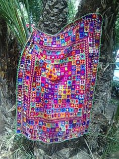 This puts me in mind of a Kaffe Fassett design. Diy Crochet Afghan, Crochet Art, Afghan Crochet Patterns, Crochet Granny, Crochet Hooks, Caron Yarn, Diana, Square Patterns, Knitted Blankets