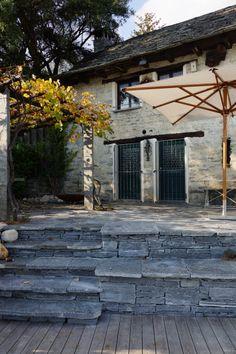 Praktisch: der Zugang zum Sitzplatz über die Treppe #Trockenmauer #Naturstein / #Drystonewall #Naturalstone