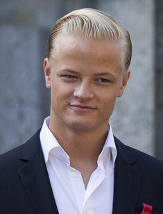 Un apuesto Marius deja el 'bunad' en Palacio en el Día Nacional de Noruega #realeza #royalty