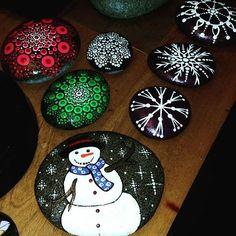 I think u can tell I'm prepping for a Christmas show???#rachelsrocks #rachelrox #sparkle #paintedrocks #art #artist #snowflakes #snowman #christmasmandala