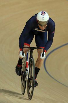 Jason Kenny wins Gold Men's Sprint Rio 2016 Olympic Games 2016 Brazil Olympics 2016, Mens Highlights, Track Cycling, Vintage Cycles, Team Gb, Triathlon Training, Rio 2016, Sports Stars, Sports