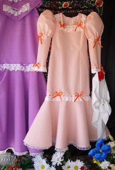 SE APROXIMAN LAS FIESTAS DE SAN ISIDRO Y LOS PASEOS POR LA PRADERA, Y TENEMOS QUE IR PREPARANDO LOS VESTIDOS, LOS MANTONES Y LOS PAÑUELOS CO... Cold Shoulder Dress, Outfits, Dresses, Ideas, Fashion, Types Of Dresses, Dress Patterns, Little Girl Clothing, Blouse And Skirt