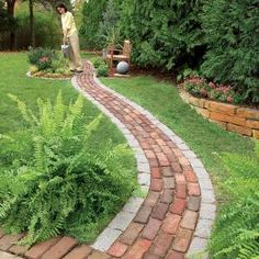 Build a Brick Pathway in the Garden Make a simple garden path from recycled pavers or cobblestones set on a sand bed. Learn all the details of path building, from breaking cobblestones to easy, fast leveling using plastic landscape edging. Diy Garden, Dream Garden, Garden Projects, Garden Paths, Walkway Garden, Diy Projects, Front Walkway, Shade Garden, Slate Walkway
