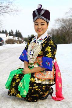 Hmoob Dawb Hmoob Xiengkhuan Beautiful Dresses, Captain Hat, Culture, Hmong Clothing, Hats, Wedding, Board, Inspiration, Clothes