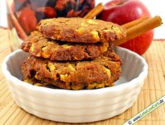 Leckeres Low Carb Rezept für kohlenhydratarme und glutenfreie Apfel-Zimt-Cookies mit teilentöltem Mandelmehl, gehackten Walnüssen, einem Apfel, Zimt, ... #lowcarb Mehr Low Carb Rezepte zum Backen auf http://www.lebelowcarb.de/low-carb-rezepte-fuer-backwaren.html