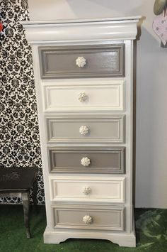 Tips For Just A Second Wedding Ceremony Anniversary Reward Les Patines D'elise: Esprit Classic-Chic: Refurbished Furniture, Paint Furniture, Repurposed Furniture, Furniture Projects, Furniture Making, Furniture Makeover, Bedroom Furniture, Furniture Design, Dresser Makeovers