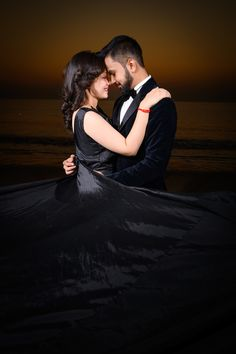 The essence of a lifetime! a beautiful couple with beautiful sunset! Romantic Pictures Of Couples, Photo Poses For Couples, Couple Photoshoot Poses, Romantic Photos, Couples Images, Indian Wedding Couple Photography, Wedding Couple Photos, Wedding Couple Poses Photography, Girl Photography