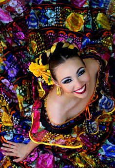 Beauty - is a combination of physical attractiveness, personality, culture, and intelligence that. Mexican Costume, Mexican Party, Mexican Fashion, Mexican Style, Mexican Heritage, Mexico Culture, Mexican Dresses, Ethnic Dress, Festival Dress