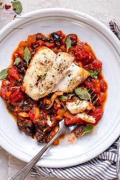 This healthy Mediterranean Sea Bass is smothered in a piquant, healthy, Mediterranean-inspired sauce made from tomatoes, white wine, fennel and olives. Mediterranean Sea Bass Yilen Leyva mrsseanevan L'alimento This healthy Mediterranean Sea Bass is Easy Cooking, Healthy Cooking, Healthy Dinner Recipes, Healthy Eating, Cooking Steak, Cooking Wine, Easy Fish Recipes, Seafood Recipes, Easy Meals