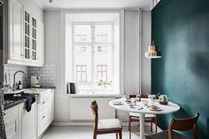 Und wieder ein schwedisches Apartment dass mir so gut gefallen hat, dieses ist mit einigen modernen Elementen ausgestattet und wirkt sehr clean und edel.