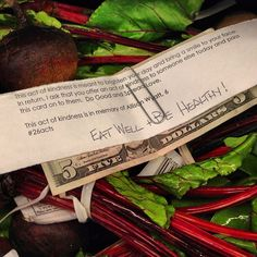 Left $5 in the fresh produce section at Walmart. Do Good. Spread Love. #26acts @AnnCurry