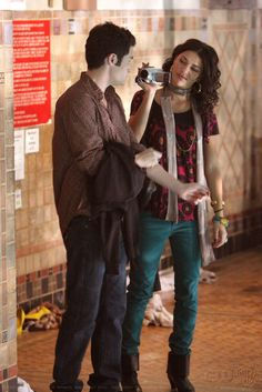 "Penn Badgley as Dan Humphrey and Jessica Szohr as Vanessa Abrams  ""School Lies"""