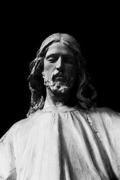 https://flic.kr/p/pfS3Cb | Christ statue in Genova