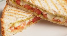 Summer Grilled Cheese - Do you need healthy and delicious recipes? Our selection of nutritional recipes are sure to satisfy. Breakfast, lunch, dinner, dessert and snacks, are sorted. Panini Recipes, Grilled Cheese Recipes, Grilling Recipes, Gourmet Recipes, Grill Meals, Grill Panini, Panini Sandwiches, Panini Bread, Bruchetta