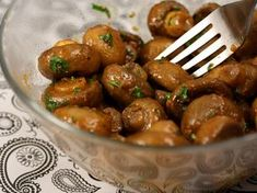 Ciuperci sote - Ciuperci sote New Recipes, Vegetarian Recipes, Cooking Recipes, Romanian Food, Yummy Appetizers, Kung Pao Chicken, Oreo, Food And Drink, Treats