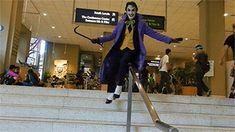 Joker with crowbar Joker Cosplay, Best Cosplay, Cosplay Costumes, Anthony Misiano, Stupid Pictures, Superhero Memes, Joker Art, Mundo Comic, Joker And Harley Quinn