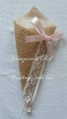 Wedding Favours, Diy Wedding, Rustic Wedding, Burlap Crafts, Diy And Crafts, Paper Crafts, Creative Gift Wrapping, Creative Gifts, Chocolate Flowers Bouquet