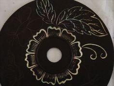 krassen in cd bedekt met zwarte verf geeft een fantastisch effect