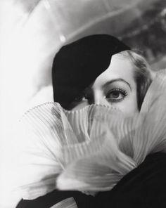 George Hurrell - Joan Crawford (1933)