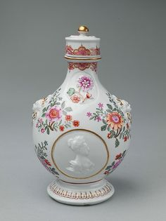 Pilgrim bottle with cover Factory: Vienna Du Paquier period (1718–1744) : ca…