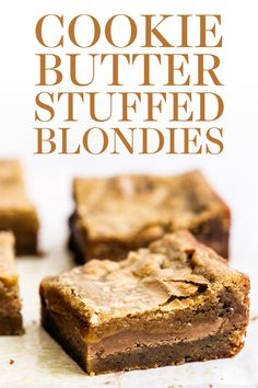 cookie butter pie How to make Cookie Butter Stuffed Blondies! This easy recipe has a butterscotch brownie filled with gooey fudgy Biscoff cookie butter filling for the ultimate sweet Chocolate Cookie Recipes, Best Cookie Recipes, Chocolate Chip Cookies, Baking Recipes, Easy No Bake Desserts, Homemade Desserts, Delicious Desserts, Dessert Recipes, Bar Recipes