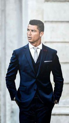 Cristiano Ronaldo in classic suit. Do you like good men's suits? Visit to find more and find the best one! Cristiano Ronaldo 7, Cr7 Ronaldo, Ronaldo Bale, Ronaldo Football, Estilo David Beckham, Cr7 Jr, Fashion Mode, Mens Fashion, Foto Sport