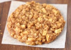 Don't skip dessert! These healthy Apple Pie Oatmeal Cookies will keep you in those skinny jeans! Apple Pie Oatmeal, Oatmeal Cookie Recipes, Oatmeal Cookies, Apple Cookies, Cinnamon Oatmeal, Clean Eating Cookies, Clean Eating Desserts, Eating Clean, Biscuit Cookies