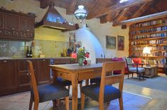 Parasztház újrahangolva | Házból Otthont Home Furnishings, Sweet Home, Dining Table, Furniture, Home Decor, Houses, Lady, Google, Homes