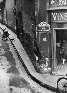 André Kertész, Rue des Ursins, 1931
