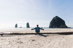Canon_beach-Off_The_Shoulders_Top-Levis_Vintage-Beach-Oregon-Usa_Road_Trip-Collage_On_The_Road-59-790x527