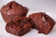 Čokoládové muffins Catering, Cupcakes, Cookies, Chocolate, Breakfast, Food, Crack Crackers, Morning Coffee, Cupcake Cakes