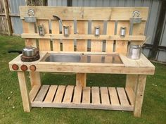 This is the perfect and the most creative example of putting recyclable wood pallet to good use. You can make these wooden pallets that can be used in extra house hold chores and be useful in all possible ways.