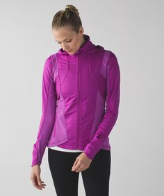 A little rain won't get us down! This jacket was designed with wind- and water-resistant Gylde fabric panels, oft, sweat-wicking Rulu™ fabric and 360° reflectivity, we stay dry, cozy and visible when we pound out runs after dark.