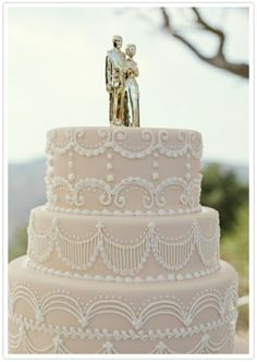 Vintage Santa Barbara wedding cake