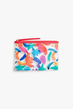 A super print with all the colourful splashes we need for this chic and practical pouch. Always know where your bits and bobs are - all zipped up!