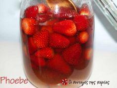 Λικέρ φράουλας γεμάτο αρώματα! Juice Smoothie, Smoothie Drinks, Fruit Juice, Smoothies, Raspberry, The Kitchen Food Network, Greek Recipes, Cocktail Drinks, Smoothie