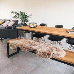 Tafel OLAV eiken U-frame heeft een mooi onderstel met een zwarte metalen U-frame. Je kunt er ook voor kiezen om het frame te behandelen met een matte zwarte of witte poedercoating dat een mooi dekkende en goed beschermende laag op het metaal aanbrengt.  #tuintafel #eethoektafel #eethoek #eetkamer #diningroom #diningarea #interieurinspiratie #interiorinspiration #woonstyling Dining Area, Interior Inspiration, Table, Furniture, Home Decor, Products, Homemade Home Decor, Decoration Home, Home Furniture