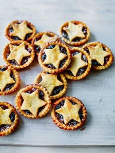 Mary Berry's Festive Feasts: Classic Mince Pies ~ traditional Christmas treat ~ Mary Berry Mince Pies, Fruit Mince Pies, Mince Pies Recipe, Best Mince Pies, Homemade Mince Pies, Homemade Breads, Xmas Food, Christmas Cooking, Sweets
