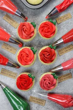 Red Frosting - The Secret to Making Super Red Buttercream Frosting Strawberry Frosting Recipes, Oreo Frosting, Frosting Colors, Buttercream Frosting, Powdered Food Coloring, Liquid Food Coloring, Natural Food Coloring, How To Make Frosting