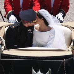 Aww there was a second kiss guys !❤️ #harryandmeghan #meghanmarkle #princeharry #royalwedding #duchessofsussex #dukeofsussex