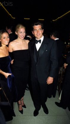 Carolyn and JFK Jr...... I wish they'd never got in that plane..... I miss John, he had his mother's coloring and his dad's charm.......sigh......
