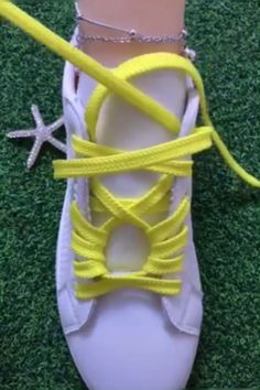 fd7f69bb25c10b Like the yellow laces on classic white sneaker. Schuhe ...