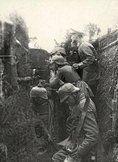 Niemcy w okopie z MG8 - 1914 rok