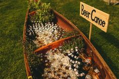 Beer canoe! Wedding alcohol calculator – how much champagne do I need? #wedding #bar