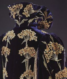 Fashion in details: Evening coat in silk velvet, trimmed with silk and knotted cotton thread, England, 1900