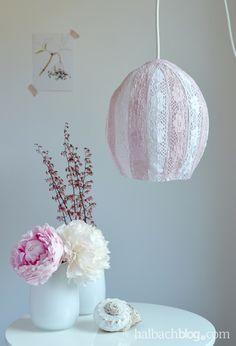 halbachblog I DIY-Tutorial I Lampe aus Spitzen-Bändern I Rosa-Weiß