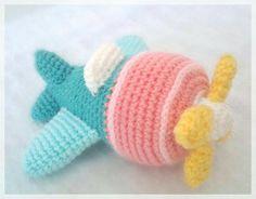 Adorable amigurumi airplane, no pattern, just inspiration! Crochet Car, Crochet Amigurumi, Crochet For Boys, Love Crochet, Amigurumi Patterns, Amigurumi Doll, Crochet Crafts, Crochet Projects, Crochet Patterns