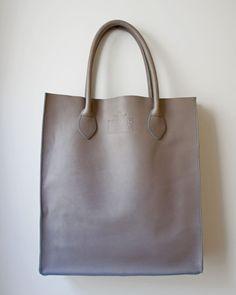 Gobi Shopper Tote Bag in Matte Grey