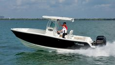 Superb for fishing bays to blue water, the Mako 234 Center Console is easily trailered and offers ample cruising range. #sportfishing #centerconsole #fishing #boats #boatlust