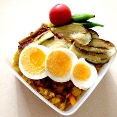 ドライカレー茄子のせ、ゆで卵、オクラのお浸し、トマト - 13件のもぐもぐ - ドライカレー弁当 by miche